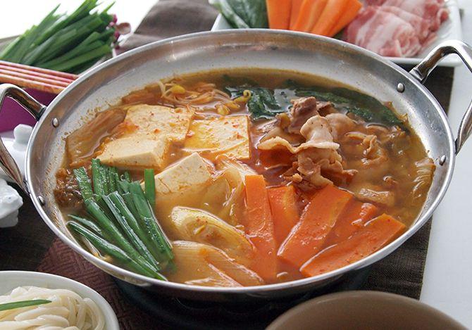 キムチ鍋」の簡単レシピとおすすめのしめ方【テーブルマーク】